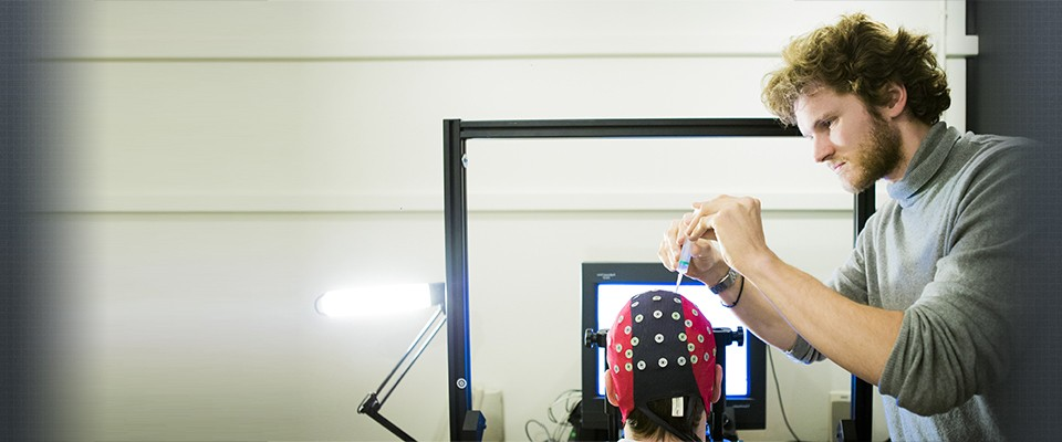 ELECTRO- ENCEPHALOGRAPHY (EEG) To study visual attention